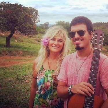 Márcia Brito não esconde de ninguém o desespero para saber notícias do filho, Rian Brito, desapareci... - Facebook
