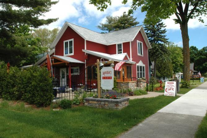 Eating Out in Traverse City, Michigan: The 10 Best Restaurants