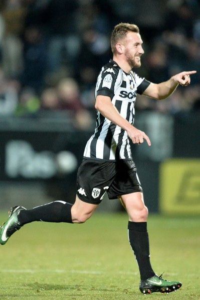 Angers' French midfielder Flavien Tait celebrates after scoring a goal during the French L1 football match between Angers (SCO) and Metz (FC), on January 28, 2016, in Jean Bouin Stadium, in Angers, northwestern France.  / AFP / JEAN-FRANCOIS MONIER
