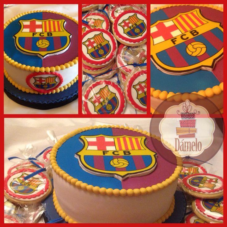 Barça...Barcelona Fútbol Club!!! Cake de chocolate con fudge, forrado con masa fondant, decorado con la misma masa e impresión en papel comestible de azúcar.