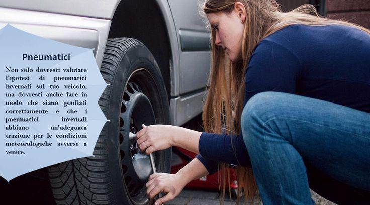 Pressione dei Pneumatici Hai mai notato come la luce della pressione dei pneumatici della tua auto a volte si accende durante l'inverno? O forse hai notato che il chilometraggio del carbutrante  dell'auto non è lo stesso  come prima? I pneumatici sgonfi possono fare abbassare il chilometraggio del carburante e sono in genere più inclini a danni (gomma a terra, esplosioni, ecc.). Controlla la pressione dei pneumatici per assicurarti che il freddo non li abbia sgonfiati. #pneumaticiallweather