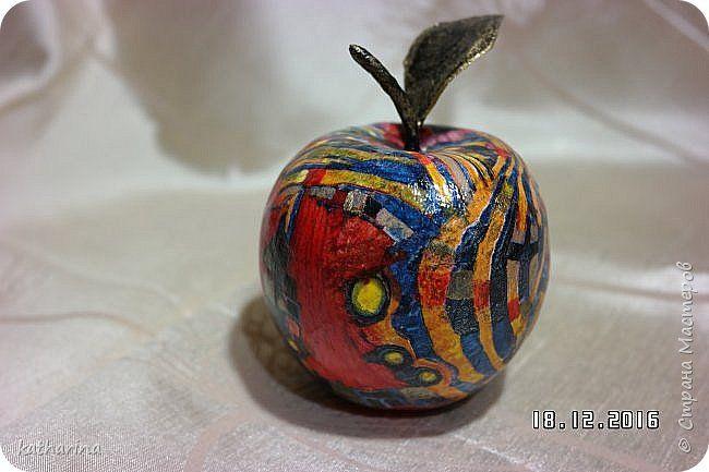 Здравствуй страна . Когда делала свои яблоки , пересмотрела кучу работ , а потом стала думать , как же мне сделать листики  ? Вот мой вариант , может кому то и пригодится . фото 9