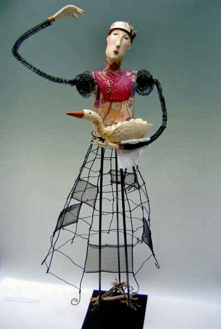 laura-balombini-wire-sculpture-439x655