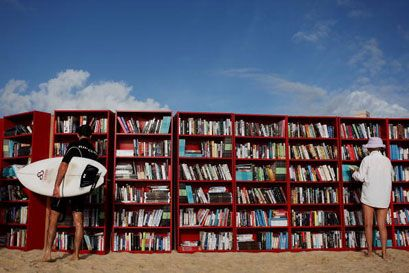 You can read in the sun. | Community Post: 10 Reasons Real Books Are Better Than E-books