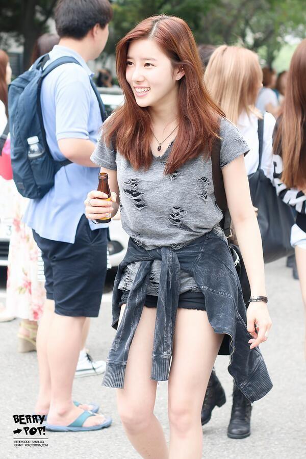 Happy birthday to Berry Good's Taeha Birthday: October 5, 1995 American age: 21 International age: 22