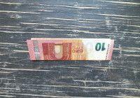 Geldschein falten Fisch Schritt 1 Geldschein in der Mitte falten