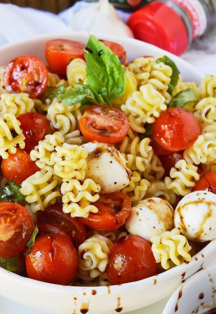 Caprese Pasta Salad Recipe ist eine einfache, aber leckere Beilage. Diese…   – Salat
