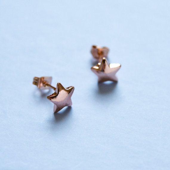 Rose goud gekleurde sterren studs - oorbellen met sterretjes - sierlijke ster oorbellen