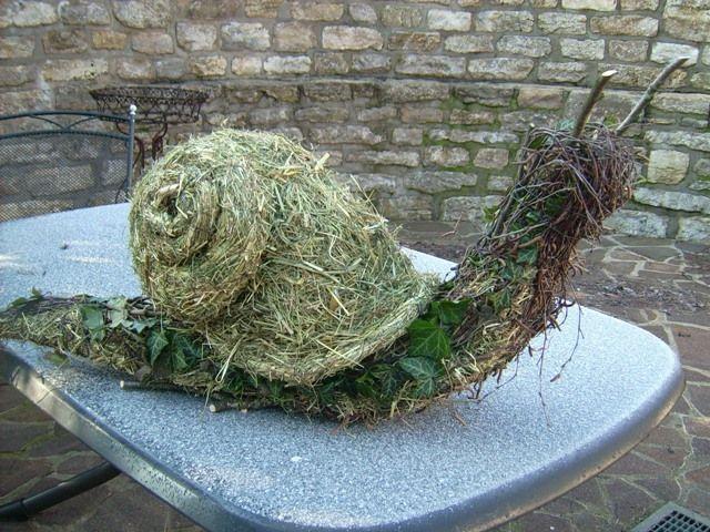 Schnecke aus Heu und Birkenreisig Selfmade snail on my gardendish