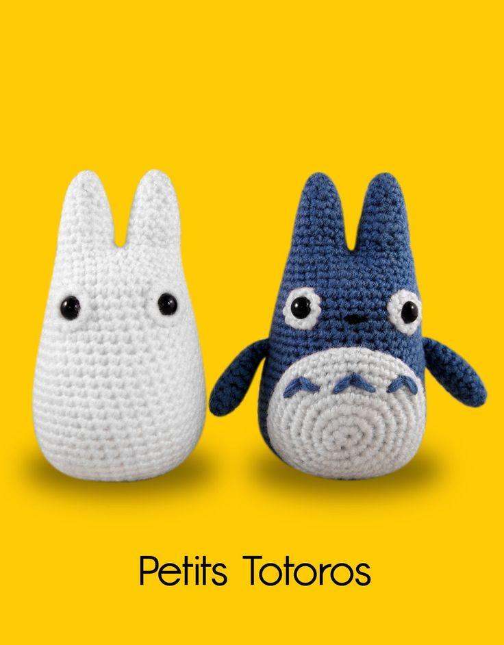 Modèle crochet gratuit Petits Totoros bleu & blanc  ✔ Modèle Gros Totoro check  !   Passons à présent à ses petits copains amigurumis . Luc...