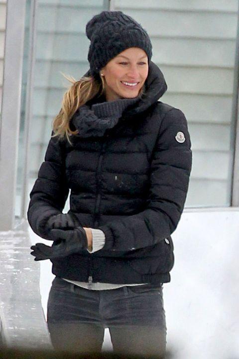 Gisele Bundchen ice skatessans-makeup, looks effing hot, melts ALLLLL THE ICE.