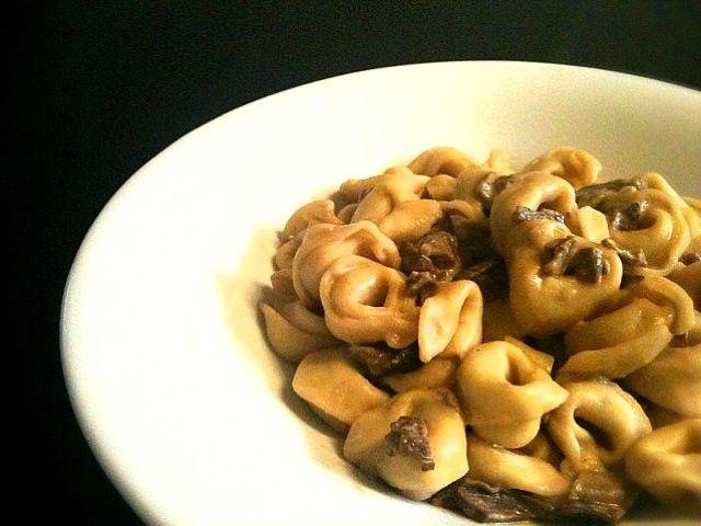 こなべちゃん!ピザ作れた(*≧▽≦)ノシ))みてみて!! このパスタ形かわいーね♡ - 28件のもぐもぐ - Tortellini panna e fungi porcini (トルテッリーニのポルチーニクリーム) by 小鍋 (pentolina)