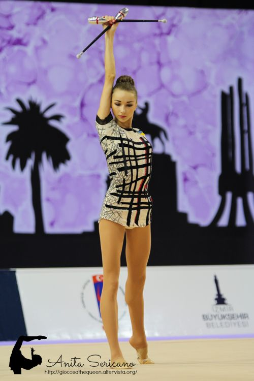 This leotard is just so cool! The prettiest one in my opinion. Viktoria Mazur http://giocosathequeen.altervista.org/
