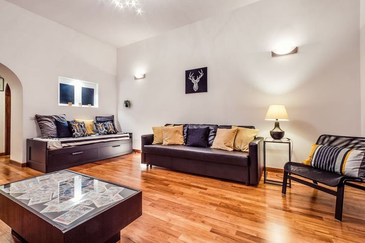 Delightful 2 Bedroom Loft Apartment With Lots Of Light And An Amazing View  Overlooking On Via Cola Di Rienzo. Next To The Vatican And Fitting Up To 6  Guests