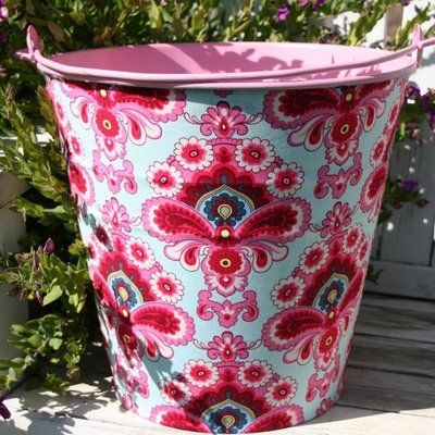 This is brilliant. I'm going to try it on flowerpots with waterproof glue and clearcoat and use them in my garden.
