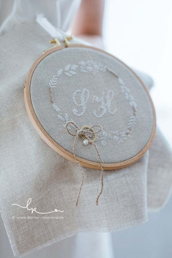 Ringkissen, ring pillow, wedding, Hochzeit, vintage, linen, linnen, Leinen, Kreuzstich, handgestickt, cross stitching, Rosenresli, Lillemor Fotografie…