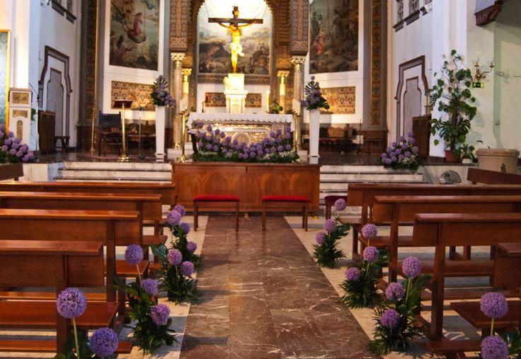decoración de iglesia. boda. arreglos florales allium. morado