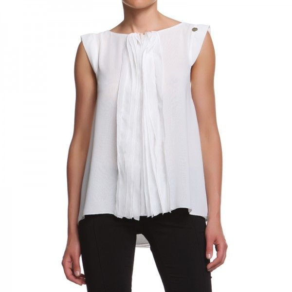 BLOUSE HEWITT WITH ROUCHES Top with rouches and neckline on the back that opens down as a wallet.   http://shop.mangano.com/en/precollection-fw-13-14/16815-camicia-hewitt-rouches-bianco.html