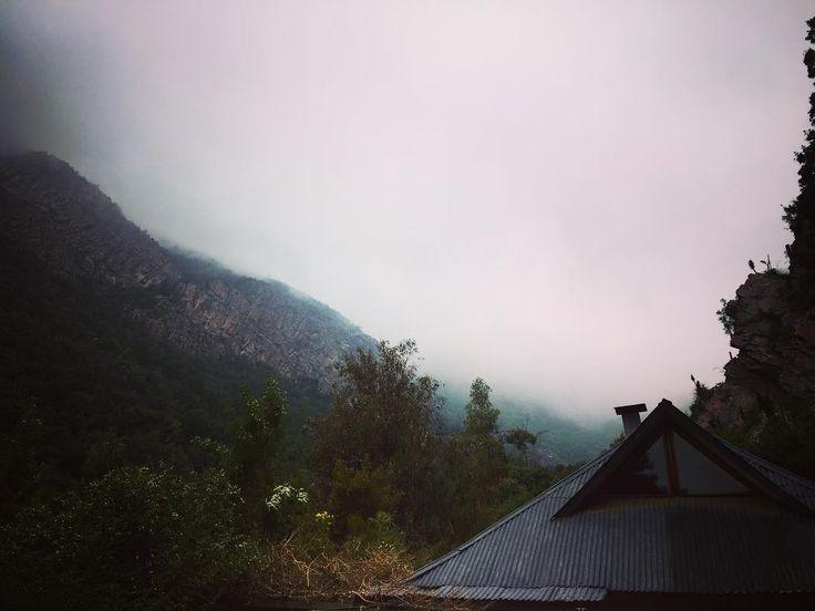 Hola niebla . #elarrayan #house #scl #santiago #chile #natura #natural #nature #mountain #hill #landscape #landscapephotography #cloud #clouds #cloudporn #paisaje #instaday #instacity #instacool #instagood #instagram #instagramers #pic #pics #picture #pictures #pictureoftheday #picoftheday