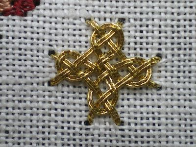 Diagonal Four-sided Interlacing Stitch - Goldwork by Carol-Anne Conway