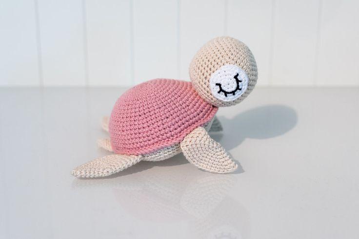 Rasseln & Greiflinge - Rosa, die Schildkröte - Rassel - Amigurumi - ein Designerstück von StrickCookie bei DaWanda