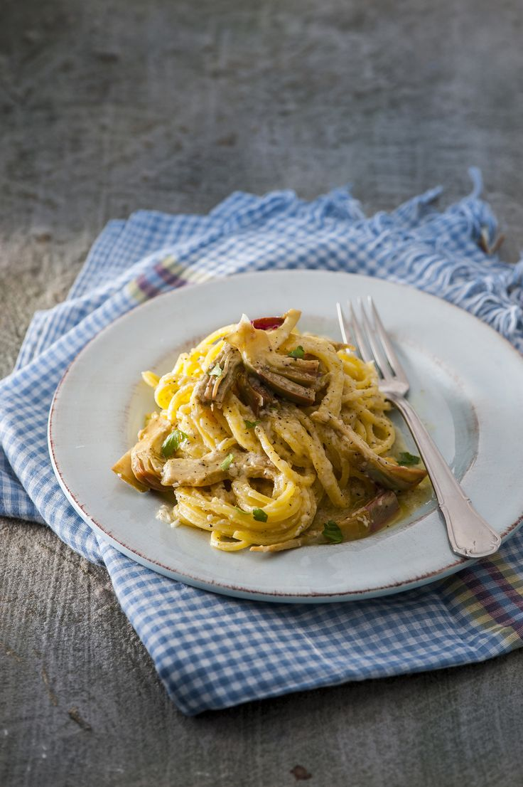 Prepara grazie a Sale&Pepe un piatto tipico della tradizione romana come i tonnarelli cacio e pepe con carciofi. Dai un'occhiata alla ricetta!