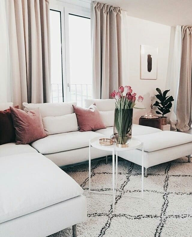 Feminine livingroom decoration ideas with white couch