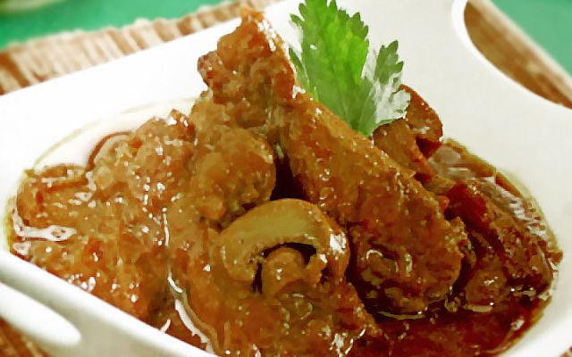 Resep Semur Ayam Pentul Jamur ini bukan hanya gurih tapi juga lezat dan bercitarasa yang nikmat, pas buat hidangan spesial di akhir pekan maupun di saat-saat istimewa bersama keluarga. Yuk kita coba!