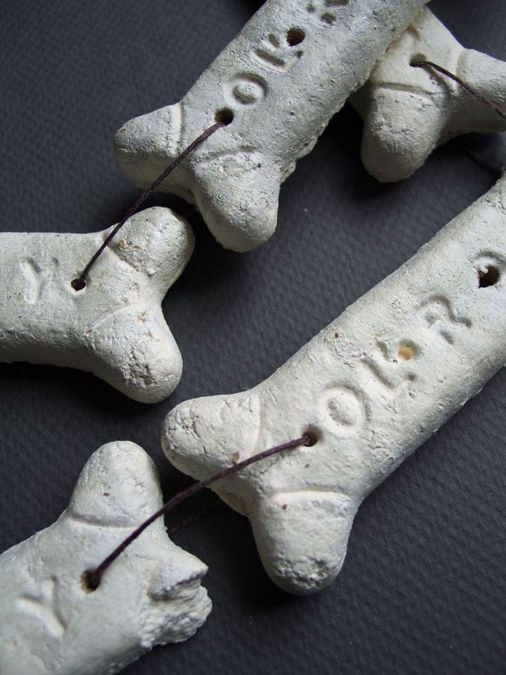 "Bone Garland (from ""why didn't I think of this? dog bones)Crafts Dogs Bones, Halloween Bones, Fall Halloween, Dogs Biscuits, Diy Bones, Halloween Garlands, Garlands Diy, Bones Halloween, Bones Garlands"