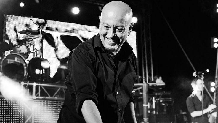 22 aprile 2014. Dopo una visita al reparto di ematologia dell'ospedale reggiano, Enrico Ruggeri si esibisce al Teatro Ariosto a favore del GRADE.   http://www.grade.it/enrico-ruggeri-in-concerto-per-il-co-re/