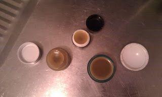 Moderná alchymistka: Balzam na pery s jojobovým olejom a kakaovým maslo...