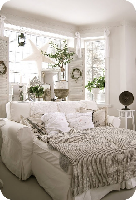 Sweet as a Candy: Living in wonderland.  I am in love with this oversized chair / chaise / couch / ottoman with pillows & blankets.  And, the star hanging in the window.  Comfy, cozy.