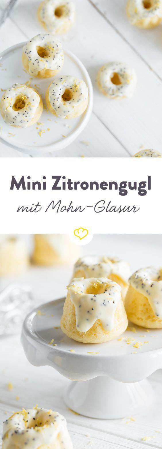 Kleine Geschmackskunstwerke: Buttermilch macht den zitronigen Teig extra zart;  Glasur aus Mohn und weißer Schokolade lässt Herzen höher schlagen.
