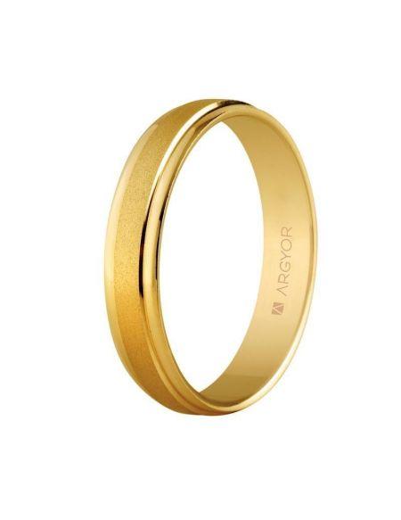 ALIANZA DE BODA DE ORO 4MM (5140044) Diseño realizado en oro amarillo de 9kt, luce un acabado mixto mate y brillo. Anchura: 4 milímetros. Interior plano. A esta alianza se le puede añadir un diamante talla brillante de 0.02ct color H, pureza SI.  Tambén disponible en oro de 18kilates