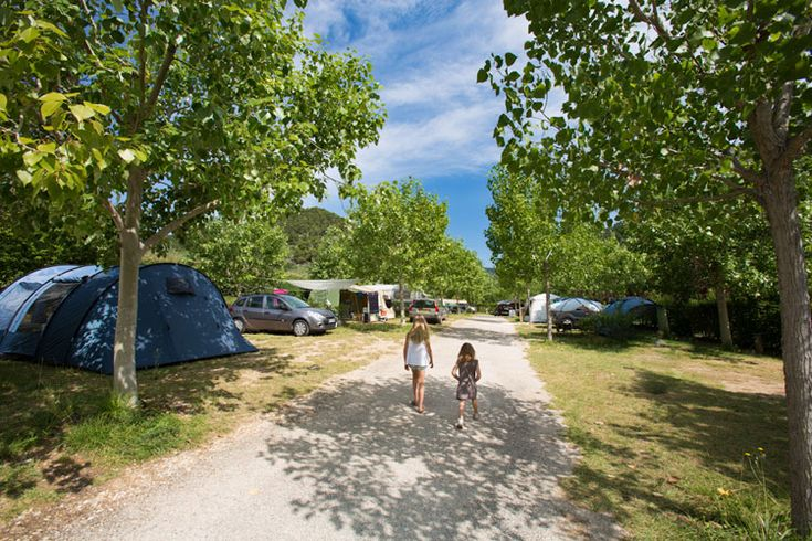 Camping in Drôme Provençale: in het DOMEIN VAN DE ECLUSE in Bénivay Ollon dichtbij Buis les Baronnies