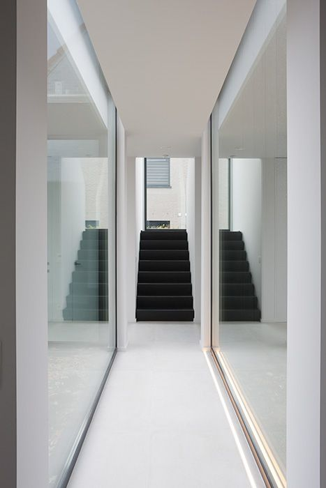 Het atelier interieur en decoratie living spaces pinterest be cool black staircase and middle - Decoratie corridor ...