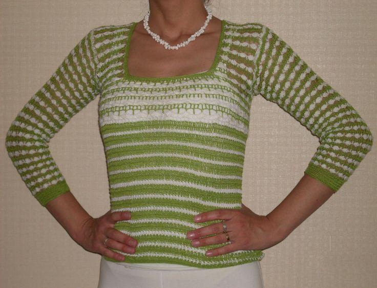 Polera tejida en hilo muy fino, color verde pistacho y blanco, manga 3/4. Talla 36 - 38 $14.000.-
