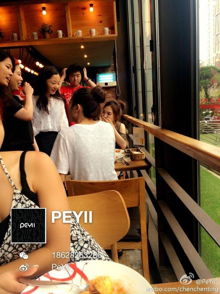 Wendy and Seulgi went out to eat with each other *creyyyys* pic.twitter.com/4dwmLpP3eq