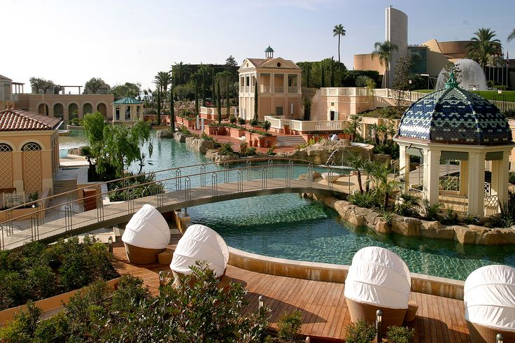 Monte Carlo Bay hotel pool in Monaco