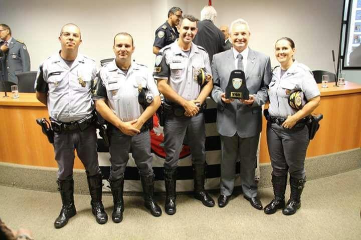 Equipe TOR do 5° Batalhão recebe Medalha Mérito Constitucionalista em São Paulo -   A Equipe TOR do 5° BPRv foi homenageada na última quarta-feira, dia 08, com a Medalha Mérito Constitucionalista, idealizada pela Sociedade Veteranos de 32 - Núcleo MMDC Leste. A cerimônia foi realizada na Assembleia Legislativa de São Paulo.  O objetivo da honraria concedida é - http://acontecebotucatu.com.br/policia/equipe-tor-5-batalhao-recebe-medalha-merito-constitucion