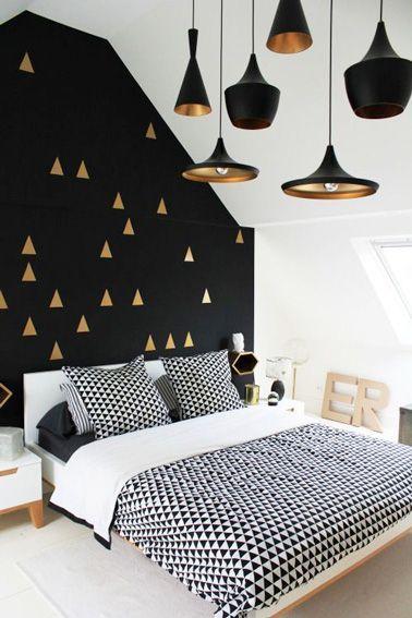 Déco cuivrée pour une chambre sous combles. http://www.m-habitat.fr/par-pieces/chambre/amenager-une-chambre-sous-les-combles-2628_A