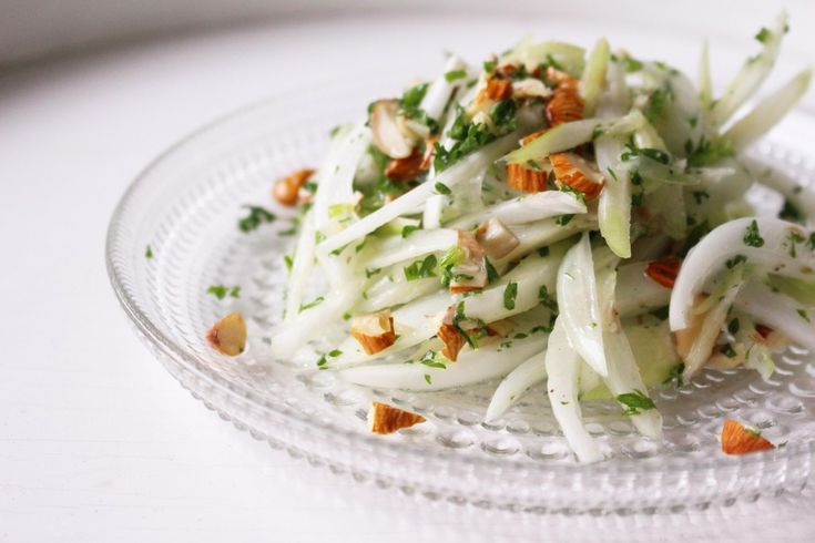 セロリとパセリのイライラ解消ダイエットサラダレシピ。 Celery and parsley diet salad recipes frustrating can be eliminated.