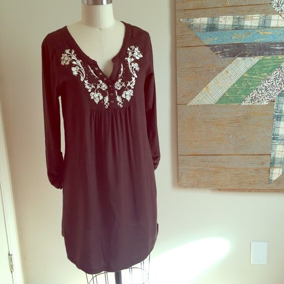 Ariat Brown Embroidered Western Style Dress Has some light pilling, but otherwise in good condition. 100% rayon. Fits like a 4/6. NO trades. YES bundle - for 20% off 2+ listings. Also willing to entertain reasonable offers via the Offer button. Ariat Dresses Mini
