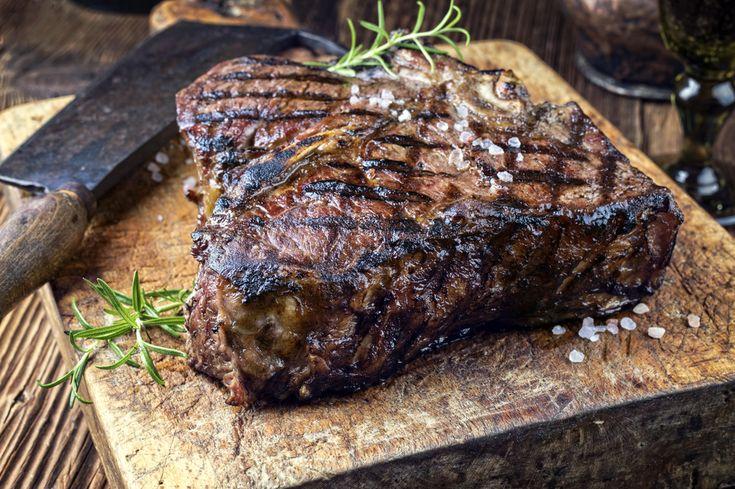 Dry Aged Barbecue Porterhouse Steak #aged #agedmeat #meatshow #butcherymeats #butcher #butchercut #agedbeef #onthegrill #cheflife #truecooks #truecooksstyle #angus #jumbosteak #manfood #rare #curedmeat #dryaged #protein #butchery #gourmet #gourmetfood #gourmetchef #gourmetmeal #prime #steak . How was your rustic day? Share it #BeLikeTomBeRustic