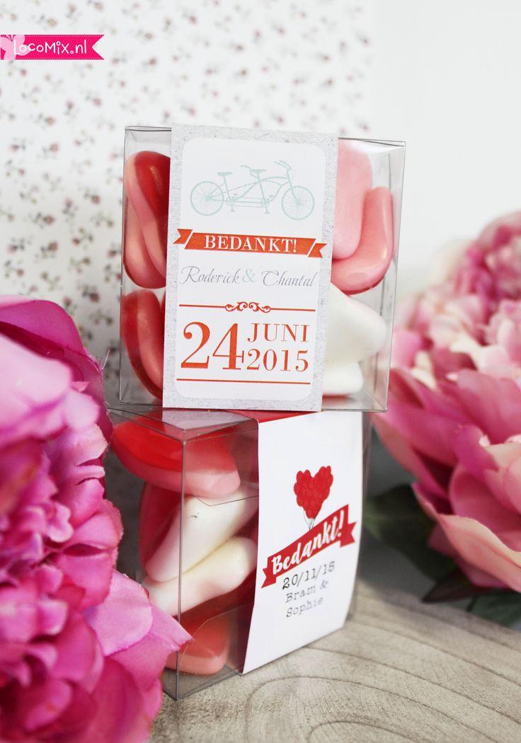 Een Candy Cube is een leuk #bedankje voor een #bruilfot. Het #bruiloftsbedankje kan gevuld worden met verschillende soorten snoep. Daarnaast komt er om de een te #personaliseren #wikkel!