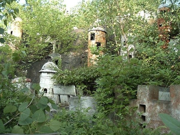It was once the largest tourist attraction in Connecticut. | Creepy Images From An Abandoned Bible Theme Park