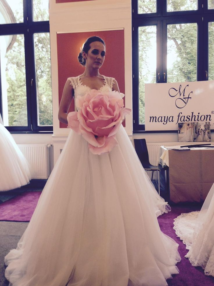 Live from Wedding Casino #cluj #weddingevent Wonderfull wedding dresses!
