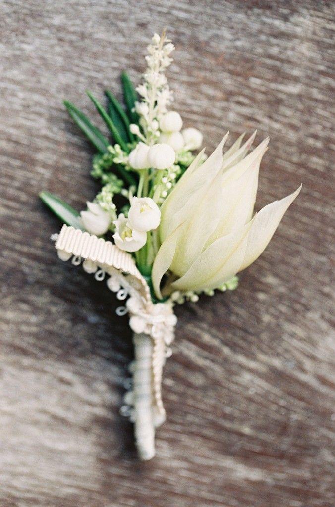 Zita Elze white wedding flowers photo: Catherine Mead