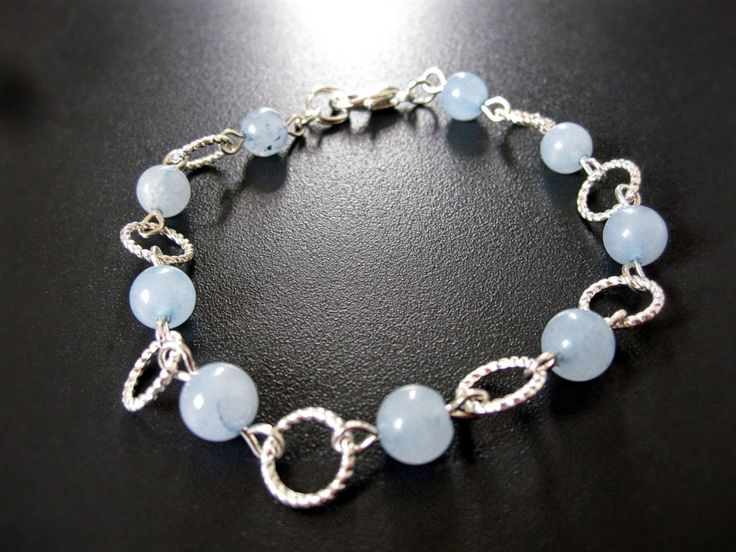 Bracelet argent et opale bleu de la boutique TheAsaliahShop sur Etsy