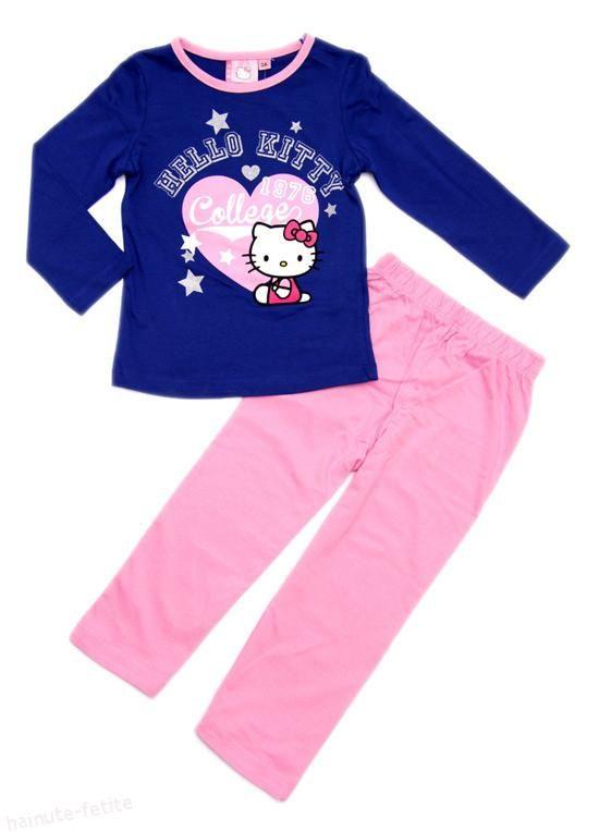 Pijamalele cu Hellor Kitty ofera fetitelor un somn linistit cu vise colorate! Pijama fetite 2-4 ani Pret: 45.00 lei http://hainute-fetite.ro/produs/pijama-hello-kitty-collegealbastru-roz/